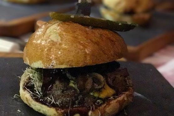 فروش همبرگر ۲۵۰هزار تومانی در لواسان