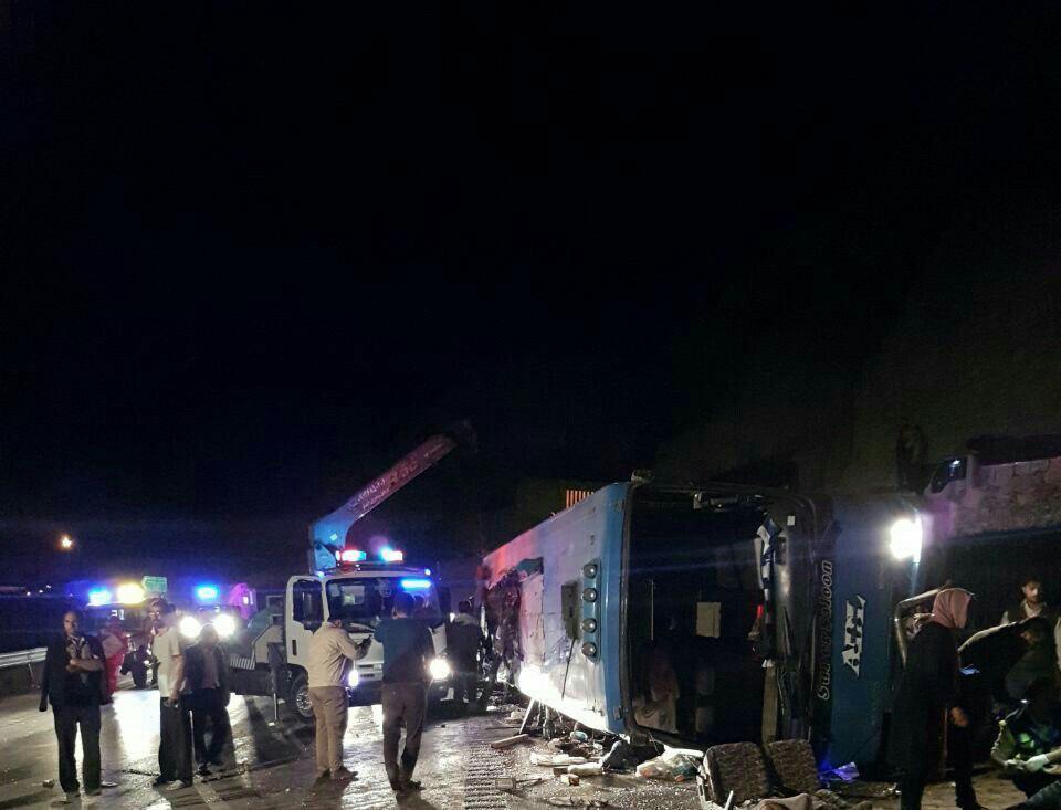 بیش از ۳۰ کشته و زخمی در واژگونی اتوبوس گردنه گدوک+عکس