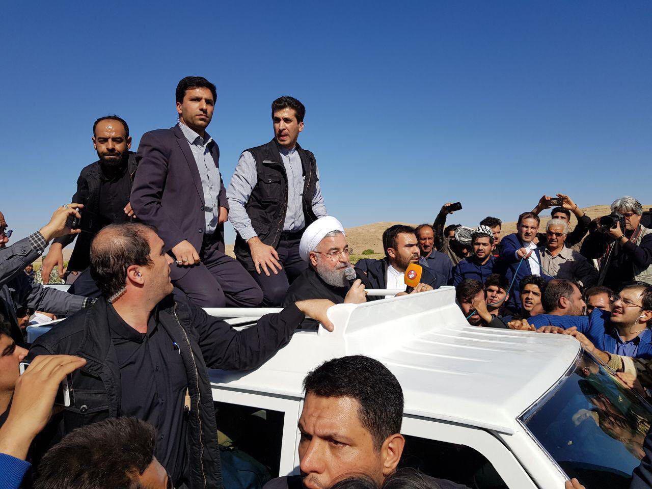 بازدید روحانی از مناطق زلزلهزده شهرستان سرپل ذهاب/ دلجویی رییسجمهور از زلزلهزدگان