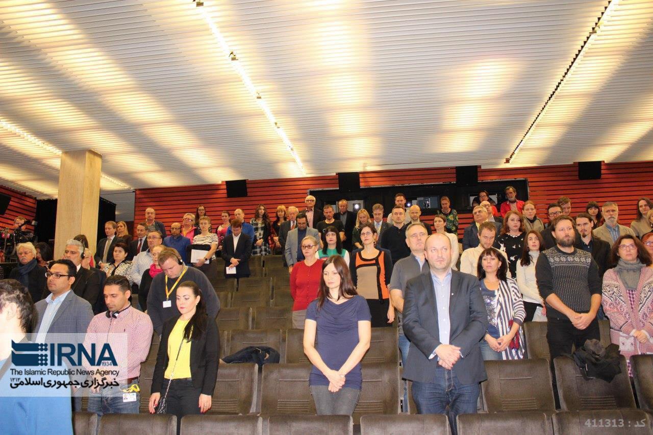 یک دقیقه سکوت در جشنواره فیلم براتیسلاوا به یاد قربانیان زلزله ایران/عکس
