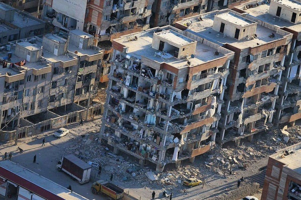 اینجا قیامت است/مرگ بیش از ۱۰۰۰ نفر/فوت ۲۵۰ نفر در مسکنهای مهر/صداوسیما خیانت کرد