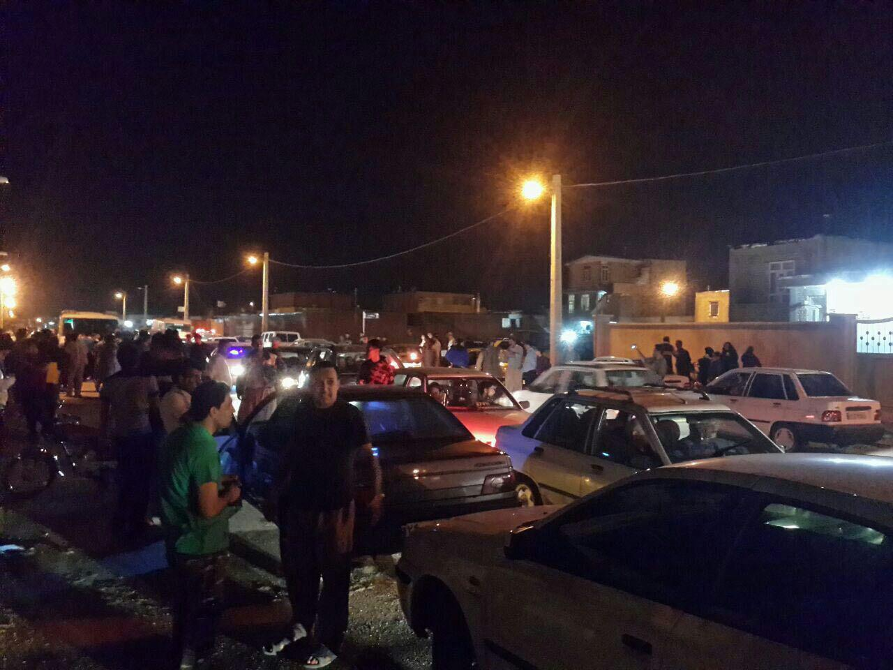 حضور مردم مهران در خیابانها بعد از زلزله/عکس