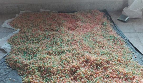 کشف مقادیر زیادی آبنبات و شکلات غیربهداشتی در ورامین/ ۱۵ تن محصول آماده ورود به بازار کشف شد+ تصاویر