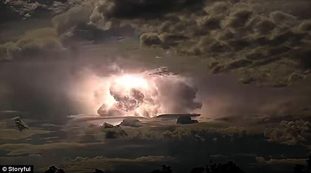طوفان و رعد و برق شگفتانگیز+عکس و فلیم