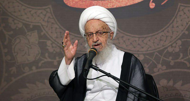 انتقاد آیتالله مکارمشیرازی از احمدینژاد: به رهبر انقلاب نامهای نوشته و مملکت را به صورت ویرانه معرفی کرده/ سیاهنمایی افتخار نیست