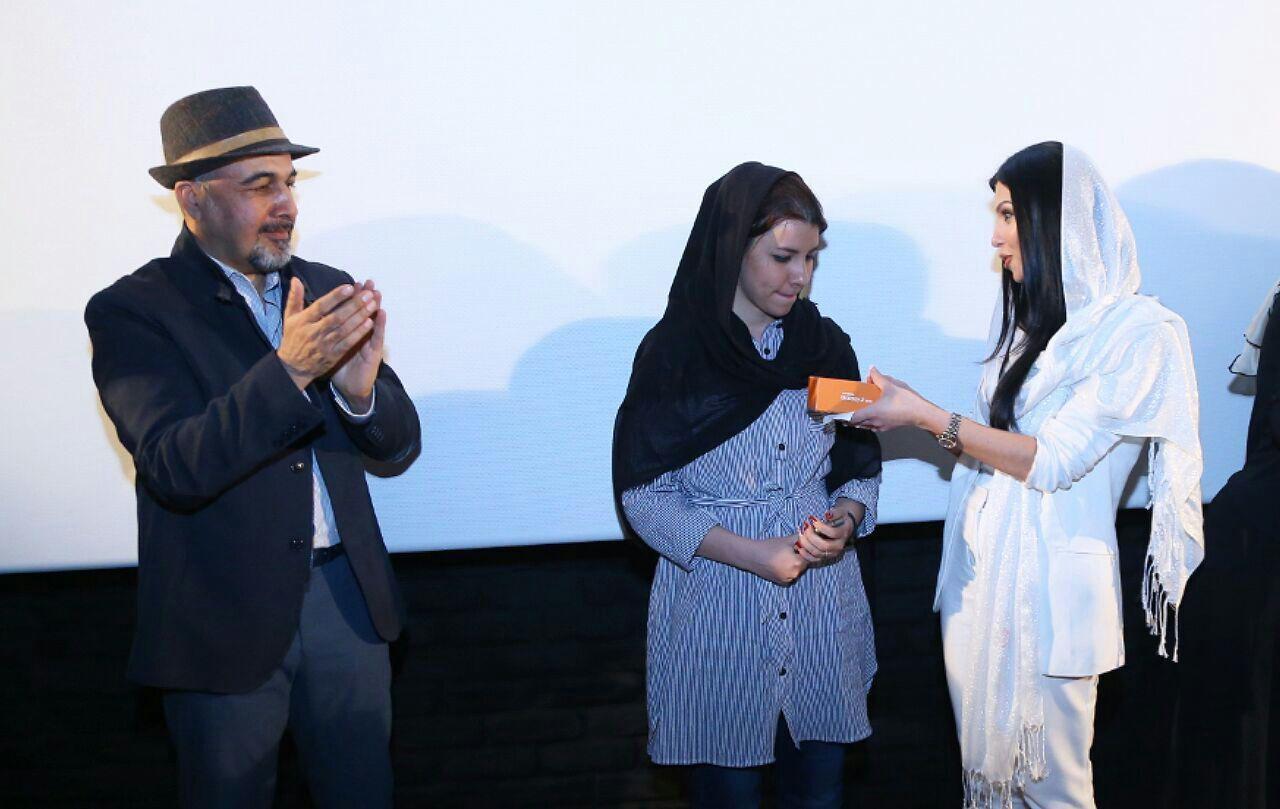 رضا عطاران و بازیگر زن ارمنستانی در اکران مردمی «مصادره»/ عکس