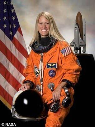ناسا: اولین فردی که به مریخ میرود باید یک خانم باشد