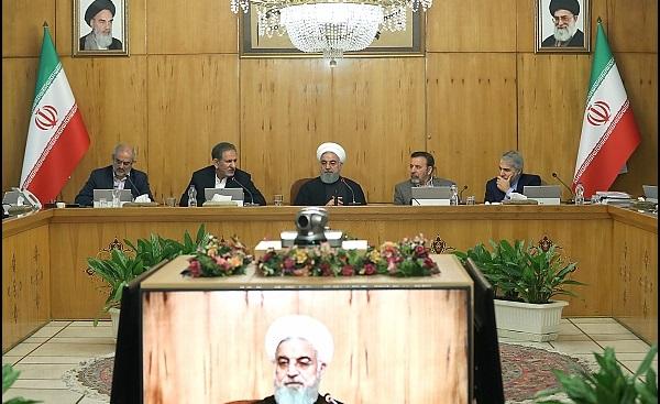 روحانی: فعالیتهای اقتصادی امیدوارکننده است| تراز تجاری کشور مثبت بوده| اشتغال خالص به 24 میلیون نفر رسیده| التهاب قیمتها درحال کنترل است| میتوانیم بیکاری را مهار کنیم
