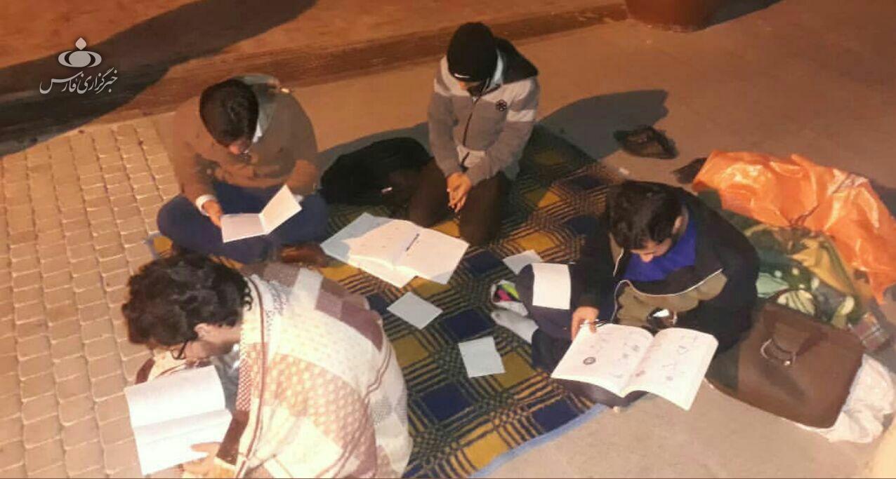 دانشجويان شيرازي شب گذشته را در خيابان به صبح رساندند+عكس