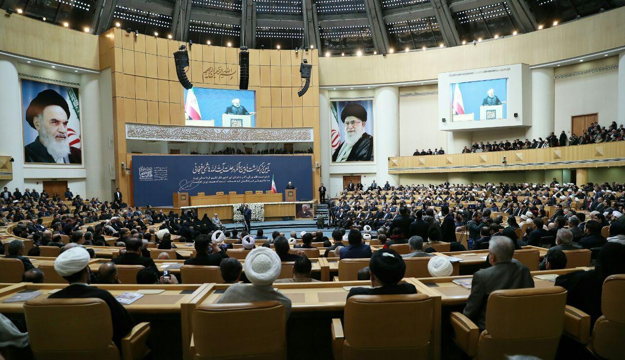 روحانی: آرزوی هاشمی نظام سربلند و ایران باشکوه بود| جنگ با دنیا هنر نیست؛ به نتیجه مطلوب رساندن آن هنر است