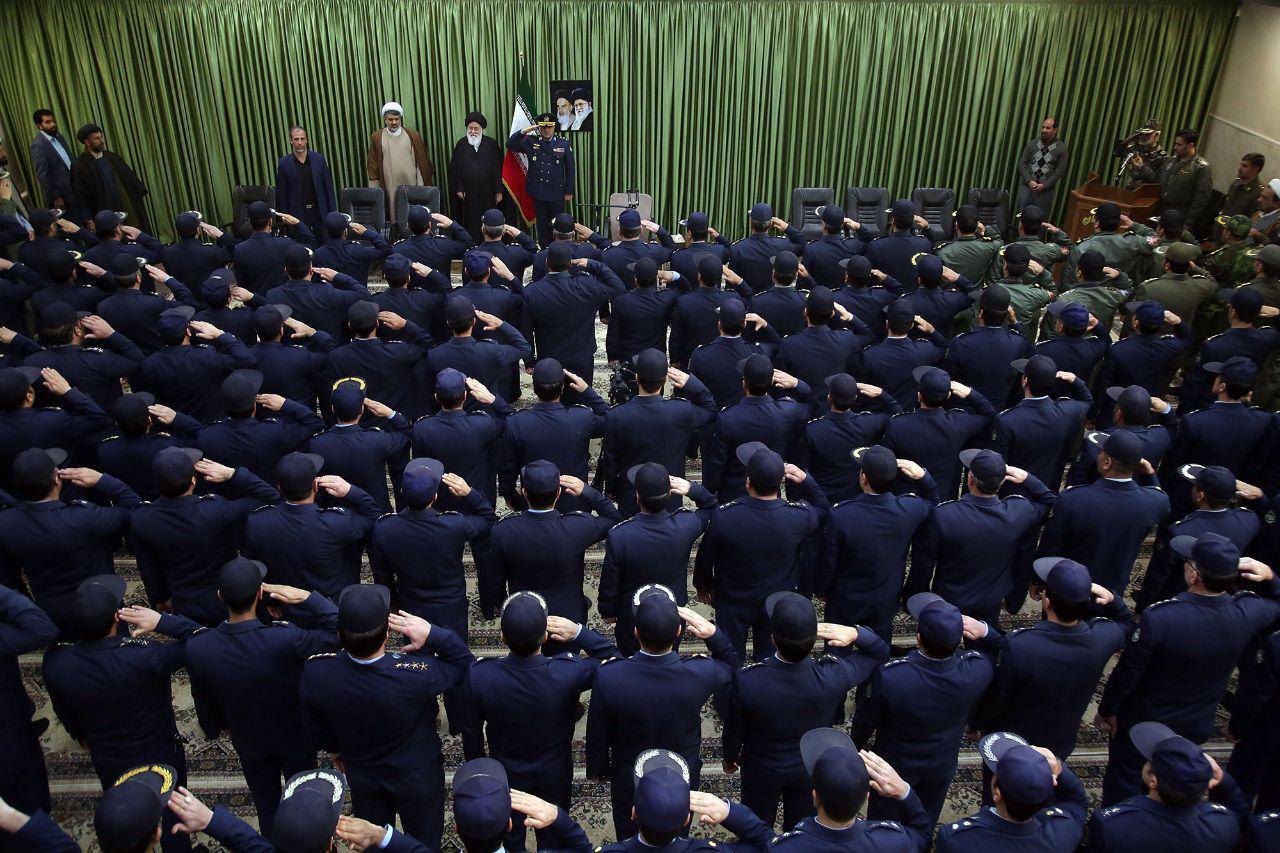 جنجال شبیهسازی بیعت امام و همافران ارتش توسط علمالهدی در مشهد