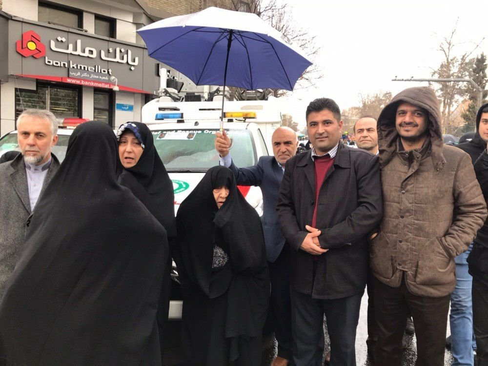 عکس/ راهپیمایی عفت مرعشی همسر مرحوم رفسنجانی در ۲۲ بهمن