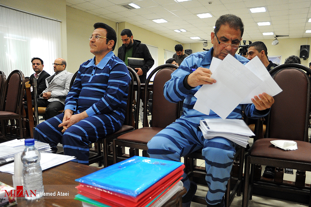 در سومین دادگاه حسین هدایتی چه گذشت؟ افتتاح ۲۴۲ حساب برای یک پسر ۸ ساله با هدف پولشویی| «یقینی»؛ متهم 5 هزار میلیاردی، فراری است