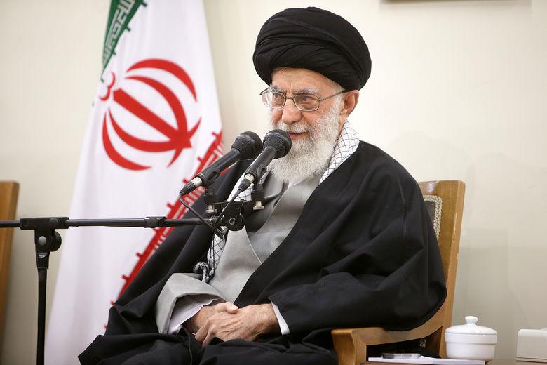 رهبر انقلاب: در مقابل تهاجم حداکثری دشمنان باید به بسیج حداکثری امکانات و تواناییها و نیروهای خود اقدام کنیم