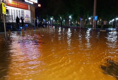 وقوع سیل در شاهین شهر اصفهان و غافلگیری مردم+عکس