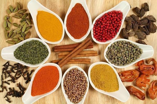 فواید درمانی ادویهها در طب سنتی