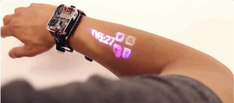 اولین ساعت هوشمند پروژکتوردار که پوست دستتان را به صفحه لمسی تبدیل میکند / عکس