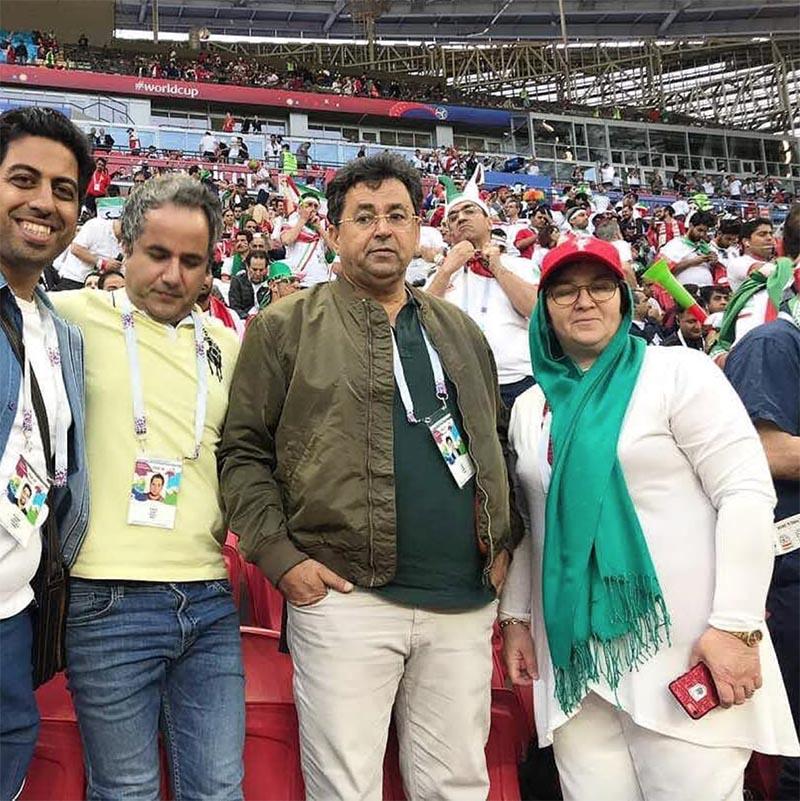 پدر و مادر سردار آزمون در استادیوم / عکس