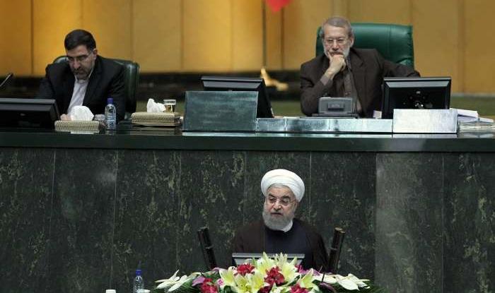 نامه رئیسجمهور به لاریجانی: سوال نمایندگان در چارچوب قانون مطرح نشده/به مجلس خواهم آمد
