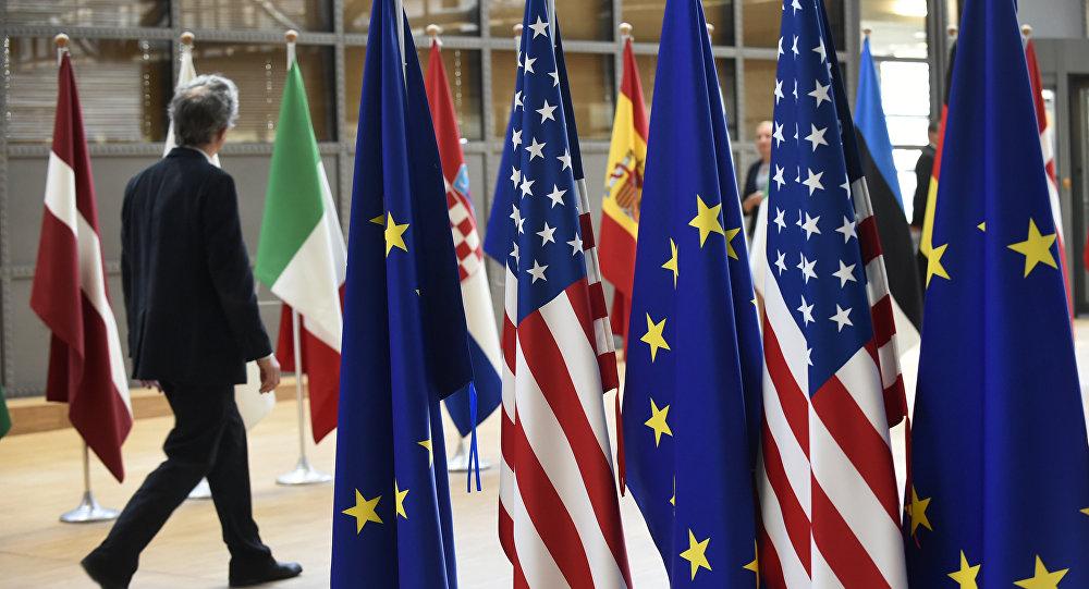 بیانیه اتحادیه اروپا در واکنش به تحریمهای آمریکا علیه ایران: به شدت متاسفیم/تجارت با ایران را ادامه خواهیم داد