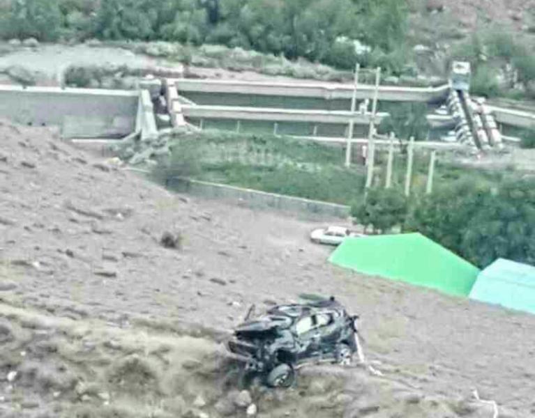 سقوط سانتافه عروس و داماد به ته دره و مرگ داماد/ آنها در حال فیلمبرداری عروسی بودند/ عکس