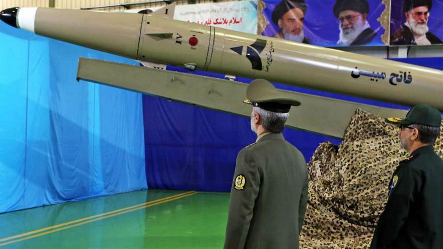 وزیر دفاع: اولویت اول ما ارتقا توان موشکی است| اولین جنگنده ایرانی ۳۱ مرداد رونمایی میشود