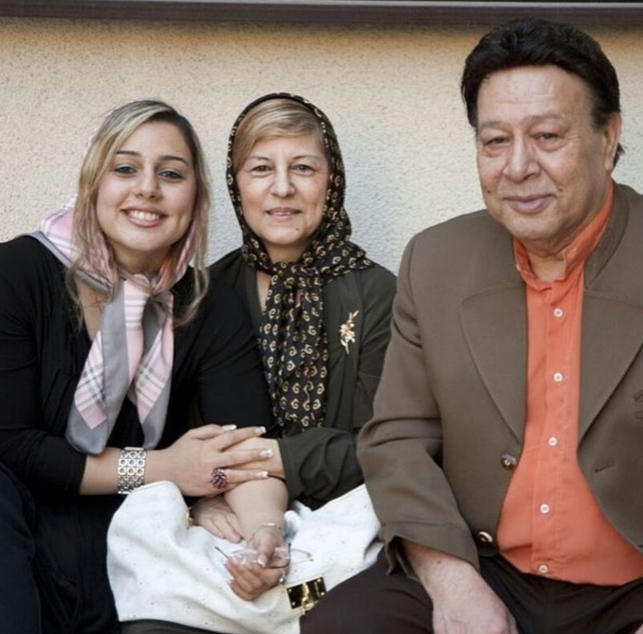 حسین عرفانی در کنار همسر و دخترش+ عکس