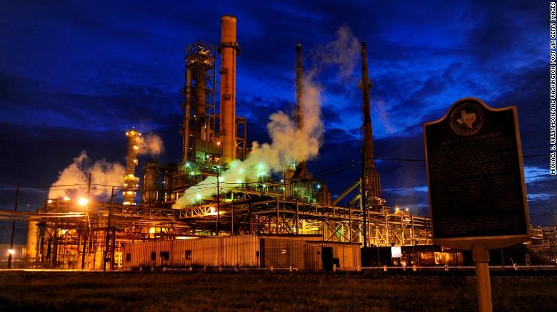 تحریم و جنگ تجاری؛ قیمت نفت تا کجا افزایش خواهد یافت؟| سی ان ان: در اینجا