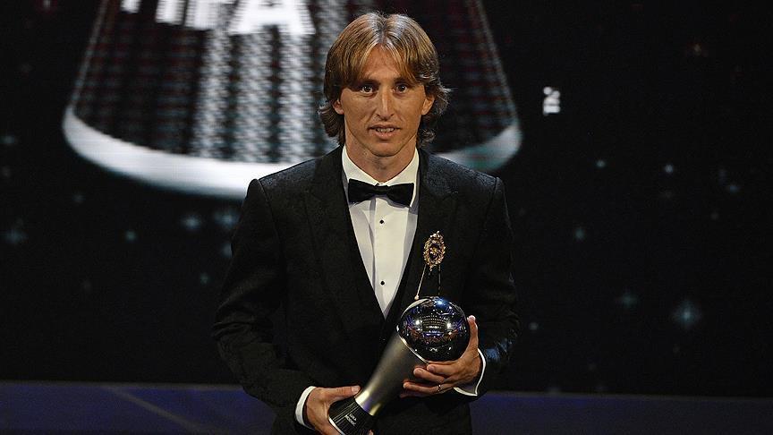 لوکا مودریچ مرد سال فوتبال جهان شد/عکس