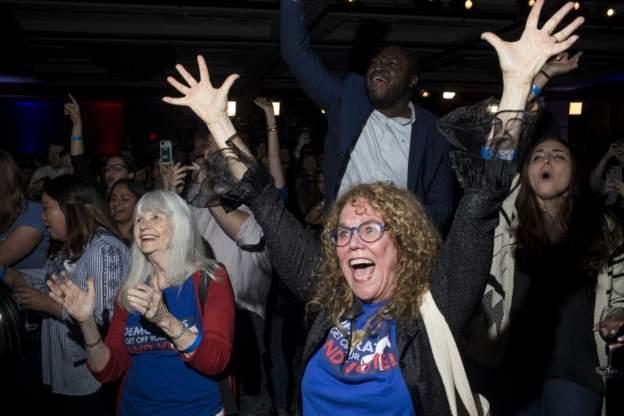 دموکراتها کنترل مجلس نمایندگان را به دست گرفتند  سنا برای جمهوریخواهان میماند  پیروزی بزرگ برای زنان آمریکا