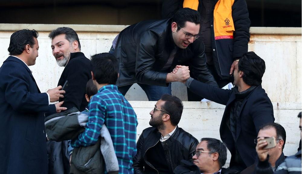 احوال پرسی گرم گزارشگر فوتبال با فرهاد مجیدی +عکس