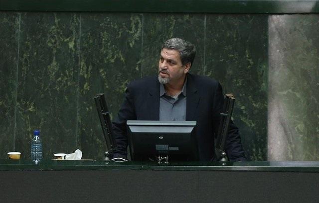 کواکبیان: به چه حقی حکم شهردار تهران را نگه داشته اند