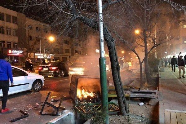 مهر: خانواده پویا بختیاری بازداشت شد