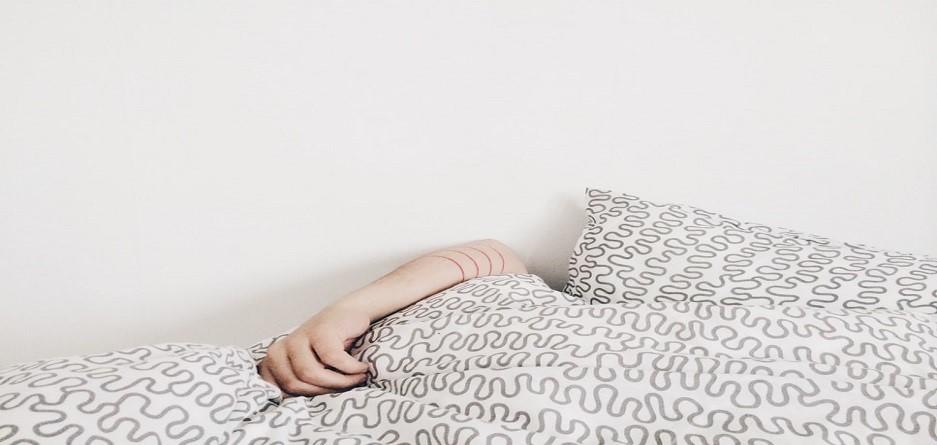 ۸ اشتباه رایج خانمها موقع خرید لباس خواب!