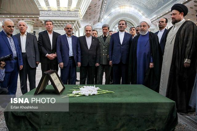 تجدید میثاق رییس جمهوری و اعضای هیات دولت با آرمان های امام راحل
