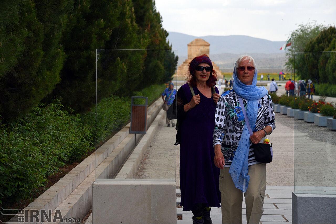 شلیک خطای انسانی و سقوط هواپیمای اوکراینی به صنعت گردشگری ایران| ناامنی، گردشگران را از ایران دور کرد