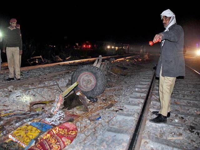 25 کشته در تصادف قطار با اتوبوس در پاکستان