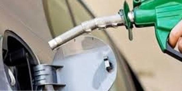 جایگاهداران برای مردم بنزین نمیزنند
