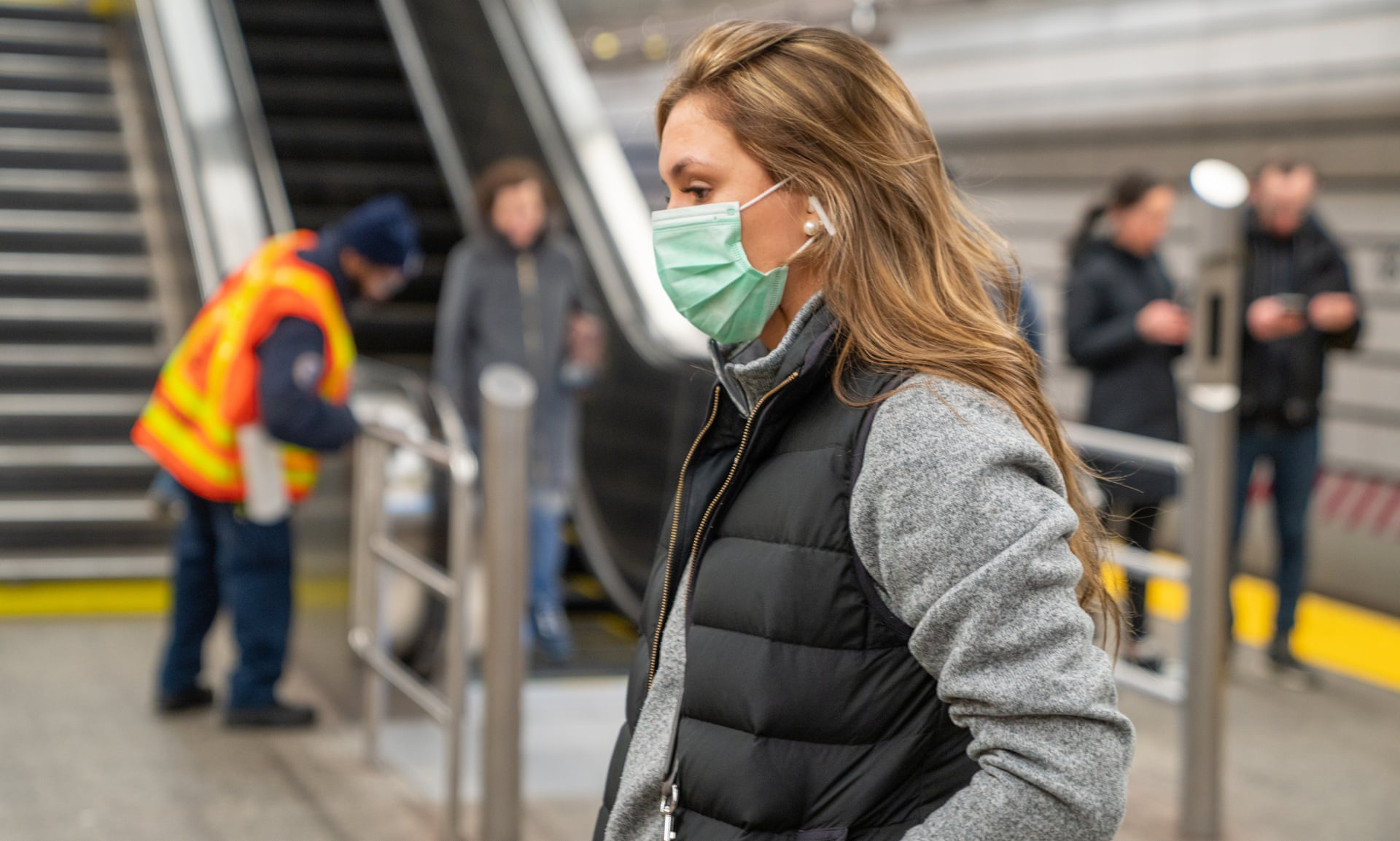 آنچه تاکنون درباره کرونا میدانیم؛ از تفاوت با سرماخوردگی و آنفلوانزا تا مدت زمان زندهماندن ویروس