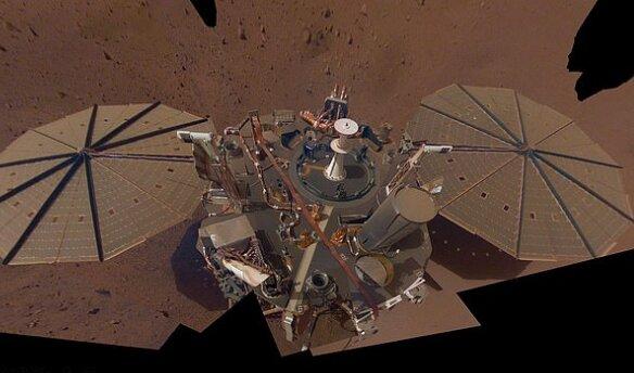 گرد و غبار مریخی، سطح