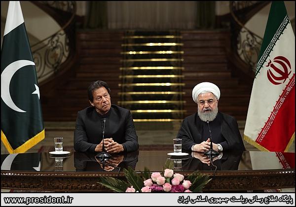 روحانی: ایران و پاکستان برای مبارزه با تروریسم، نیروی واکنش سریع مشترک تشکیل میدهند| ایران آماده تامین نیازهای نفت و گاز پاکستان| عمران خان: با پیروزی انقلاب در ایران شکاف بین فقرا و ثروتمندان از بین رفته| نباید اجازه دهیم شبهنظامیان از خاک دو کشور برای اقدامات تروریستی استفاده کنند