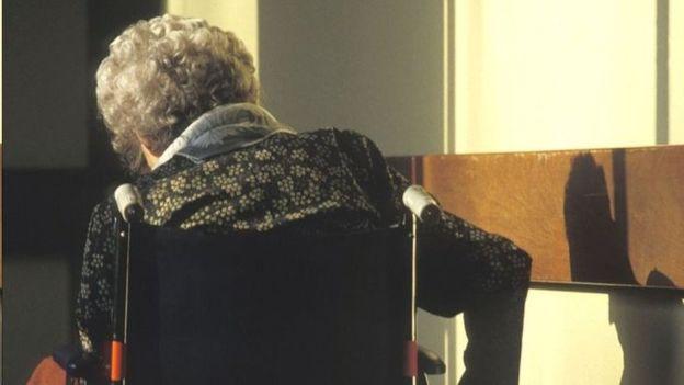 زن ۱۰۲ ساله به ظن قتل همسایه ۹۲ ساله بازداشت شد