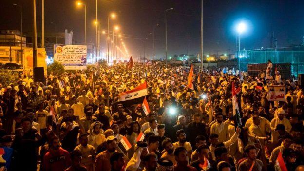 تظاهرات هواداران مقتدی در بغداد علیه جنگ| رئیس مجلس عراق: بغداد میانجی بین ایران و آمریکا شود