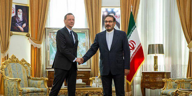 مشاور رییسجمهور فرانسه در دیدار با شمخانی: حامل هیچگونه پیامی از سوی آمریکا برای تهران نیستم/به عنوان میانجی به ایران نیامدهام/مکرون بدنبال دستیابی برای ایجاد آتش بس در جنگ اقتصادی آمریکا علیه ایران است