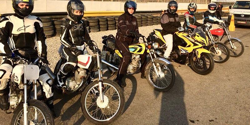 زن، قانون و موتورسیکلت