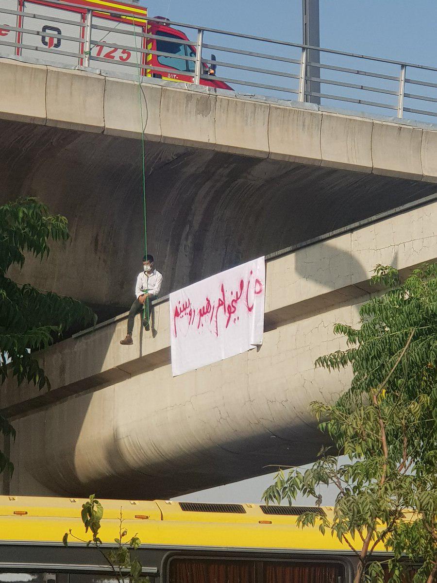 خودکشی نافرجام جوانی در پل صدر+عکس