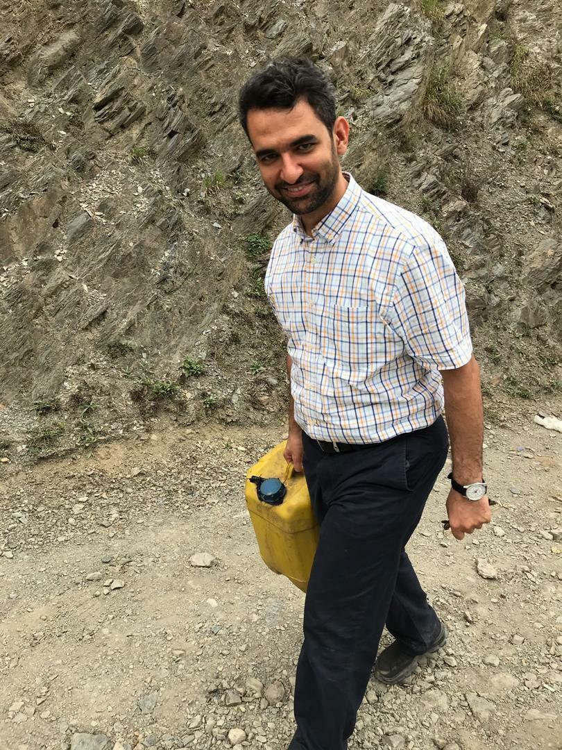 وزیر ارتباطات: بنزین رسید، حالا شلنگ نداریم!+عکس