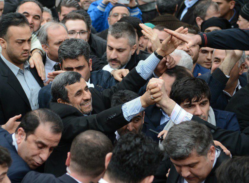 احمدینژاد در توئیتر به دنبال چیست؟