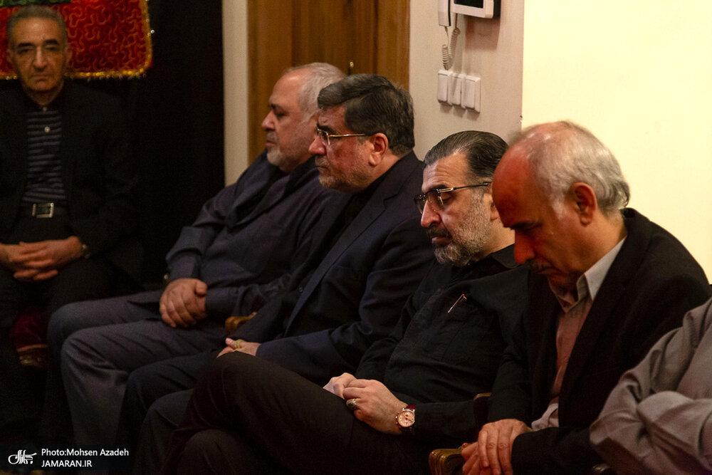 تصویری از جهانگیری، ظریف و جنتی در مراسم عزاداری شب عاشورا در منزل صادق خرازی
