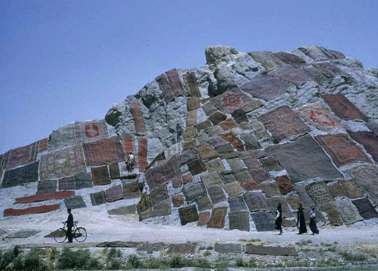 عکس/ کوهی پوشیده شده از فرش در تهران